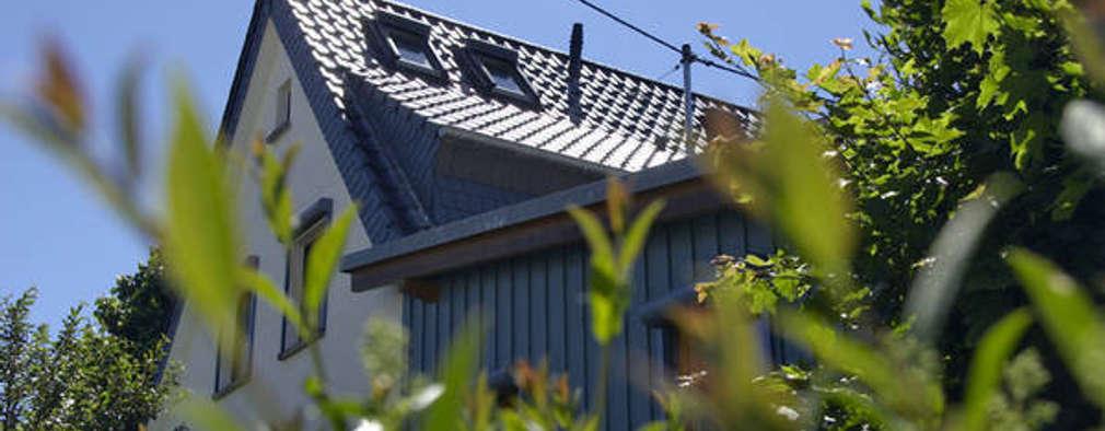 Casas de estilo clásico por Mechelk Bedachungstechnik GmbH