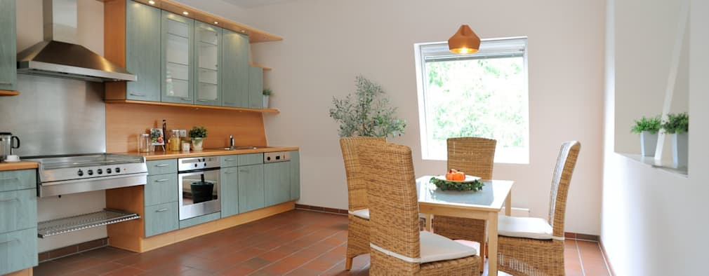 rustic Kitchen by WELLHAUSEN Immobilien Styling