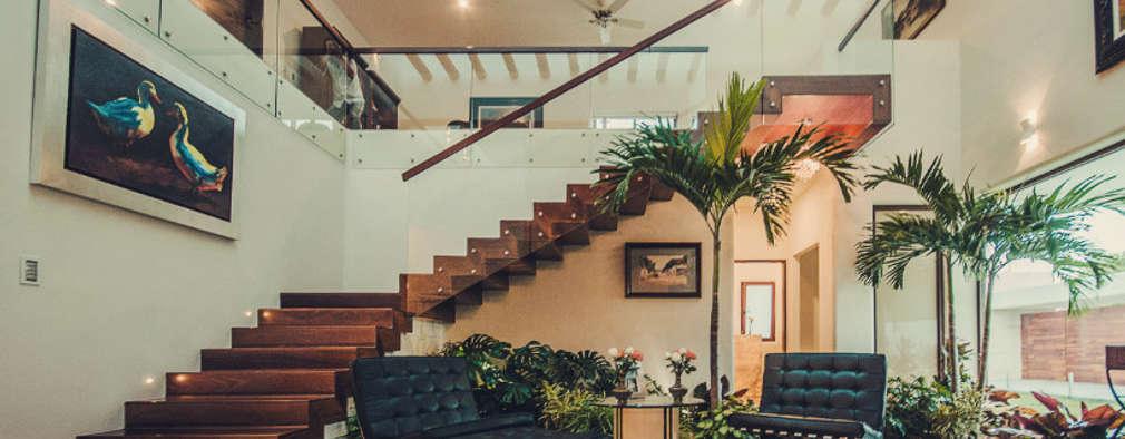 Projekty,  Korytarz, przedpokój zaprojektowane przez Básico arquitectura