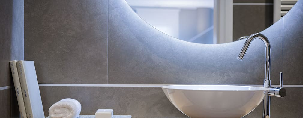 Baños de estilo minimalista por URBANA 15