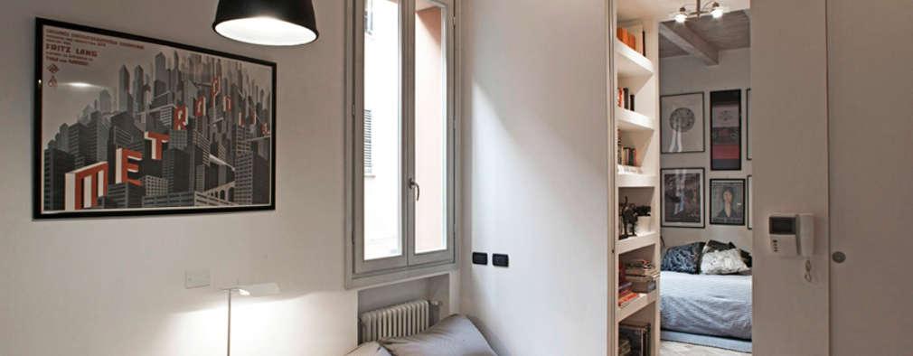 Salas / recibidores de estilo moderno por MIROarchitetti