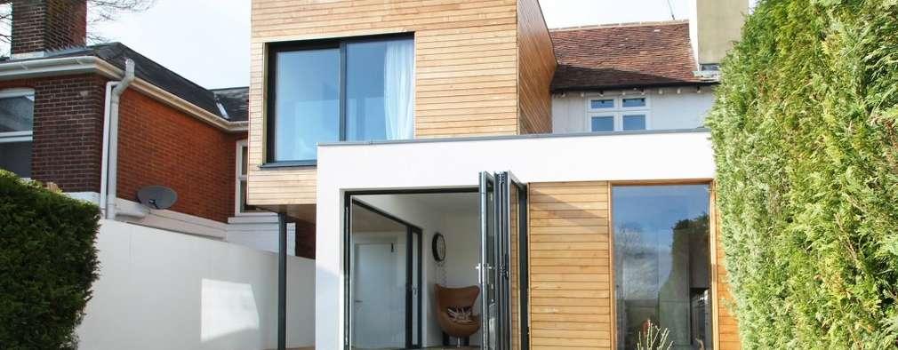 Casas de estilo moderno por Adam Knibb Architects