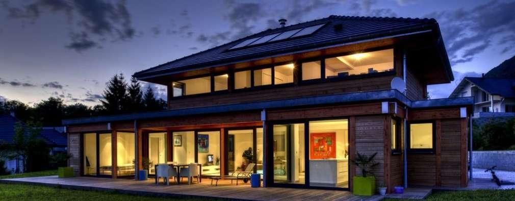 Vue nocturne: Maisons de style  par Tangentes Architectes