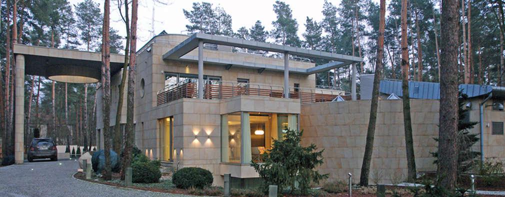 Rezydencja pod Warszawą III : styl nowoczesne, w kategorii Domy zaprojektowany przez Zbigniew Tomaszczyk i Irena Lipiec Decorum Architekci Spzoo