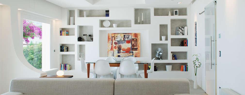 Ruang Keluarga by DEFPOINT STUDIO   architettura  &  interni