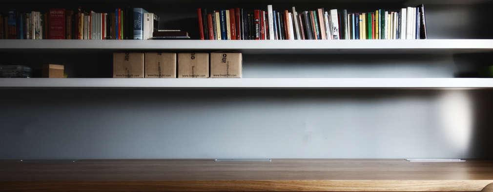 Estudios y despachos de estilo moderno por Flavia Benigni Architetto