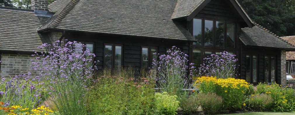 modern Garden by Arthur Road Landscapes