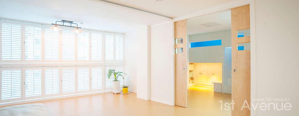 Salas / recibidores de estilo moderno por 퍼스트애비뉴
