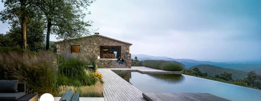 Piscinas infinitas  por ZEST Architecture