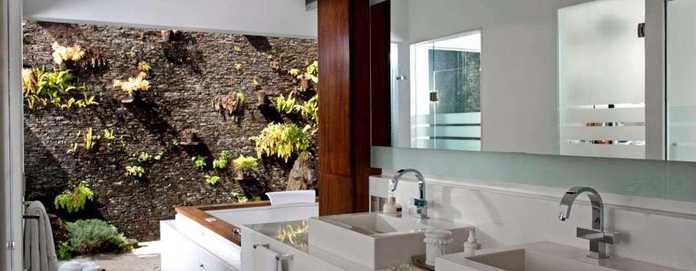 modern Bathroom by Taller Luis Esquinca