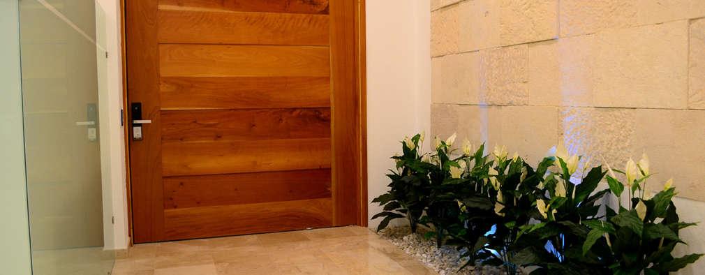 11 puertas principales de madera espectaculares for Remate de puertas de madera
