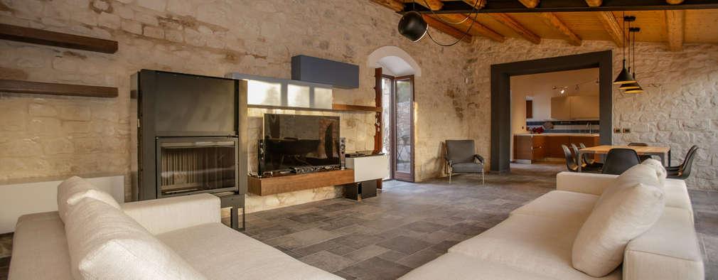 Salas / recibidores de estilo rústico por Viviana Pitrolo architetto