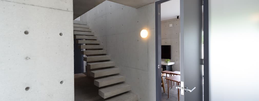 Corridor & hallway by 風景のある家.LLC