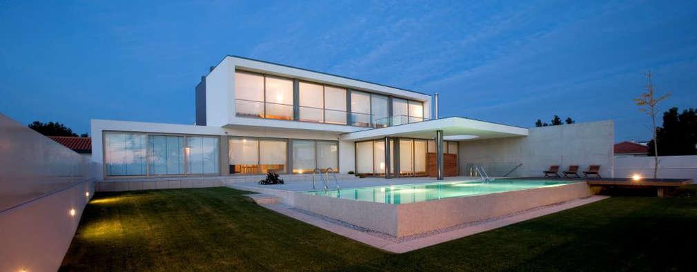 Casas de estilo moderno por Atelier Lopes da Costa