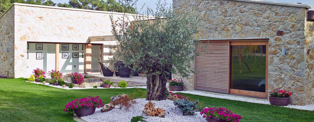 Projekty, rustykalne Domy zaprojektowane przez HUGA ARQUITECTOS