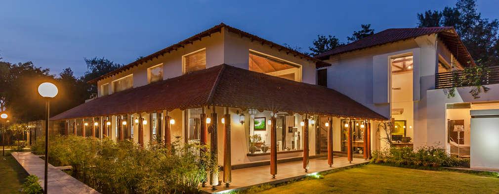 Casas de estilo ecléctico por Kumar Moorthy & Associates