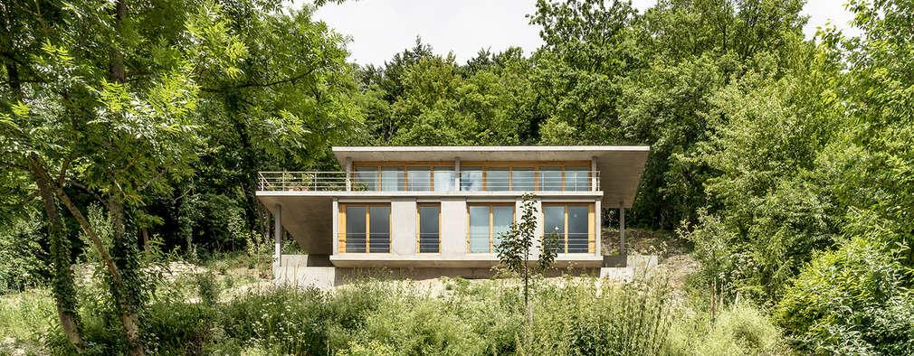 Projekty, nowoczesne Domy zaprojektowane przez GIAN SALIS ARCHITEKT
