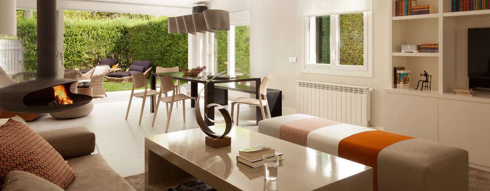 modern Living room by ESTER SANCHEZ LASTRA