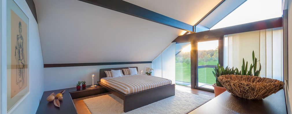 modern Bedroom by HUF HAUS GmbH u. Co. KG