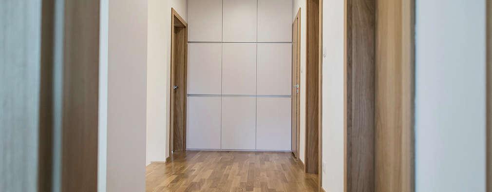 Couloir et Hall d'entrée de style  par Och_Ach_Concept