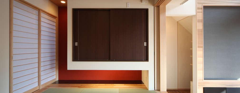 THE HOUSE WITH CAR-GARAGE IN ICHINOMIYA CITY JAPAN: 株式会社 アトリエ創一級建築士事務所が手掛けた和室です。