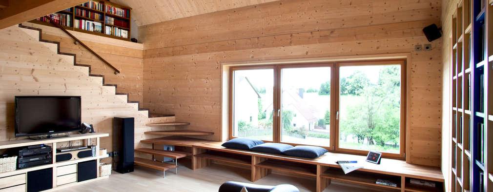 Casas de estilo clásico por Thoma Holz GmbH