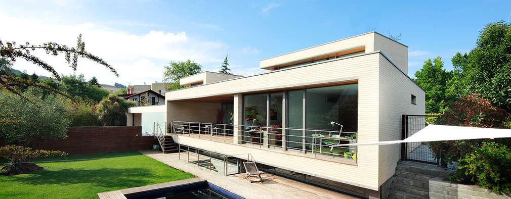 modern Houses by Hoz Fontan Arquitectos