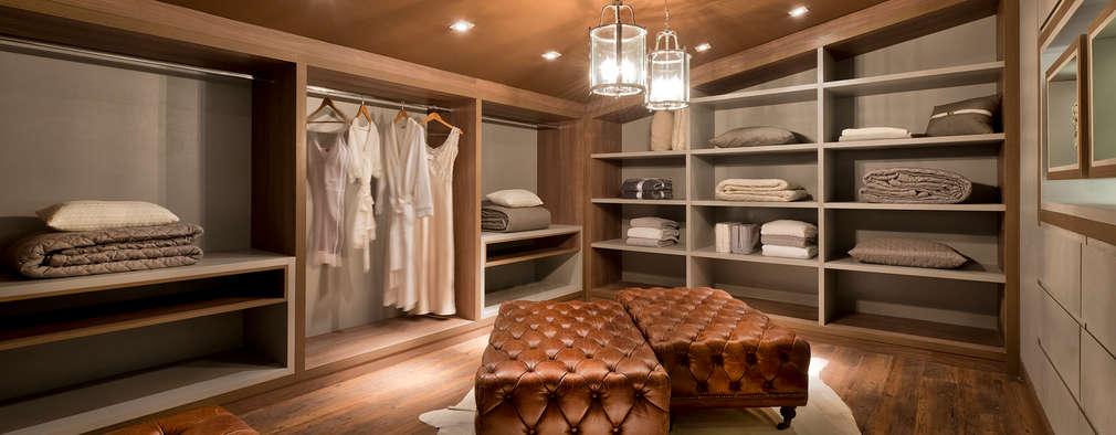 غرفة الملابس تنفيذ Riskalla & Mueller Arquitetura e Interiores