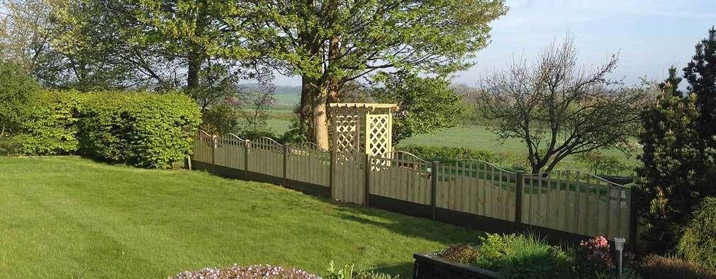 Jardines de estilo escandinavo por Atkinsons Fencing Ltd