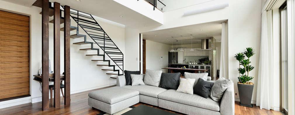 Livings de estilo moderno por H建築スタジオ