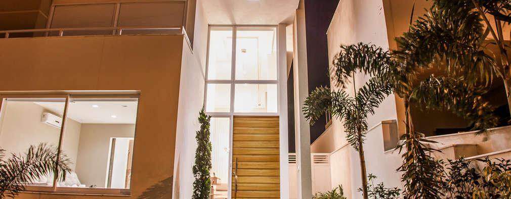 12 puertas de entrada que aumentan el valor de tu casa for Doble puerta entrada casa