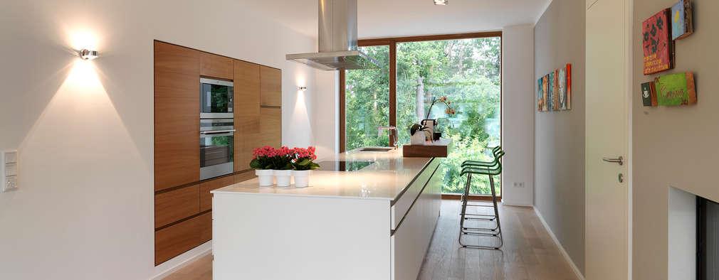 minimalistic Kitchen by Bermüller + Hauner Architekturwerkstatt