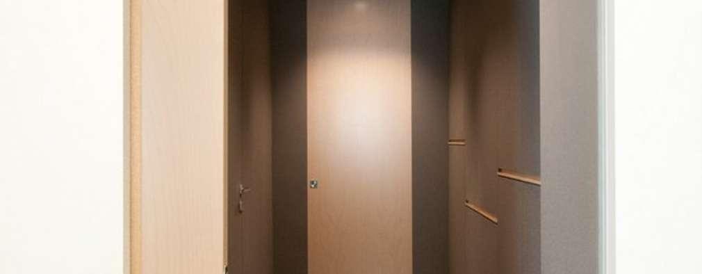 Corridor & hallway by Andrea Stortoni Architetto