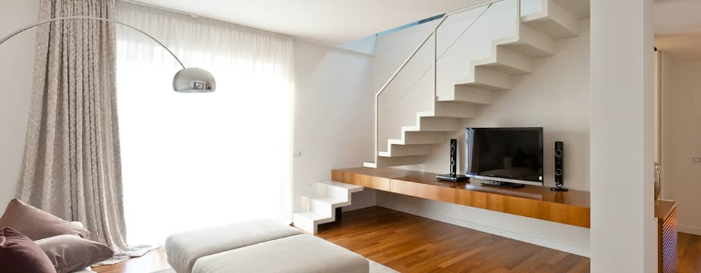 moderne Woonkamer door Andrea Stortoni Architetto