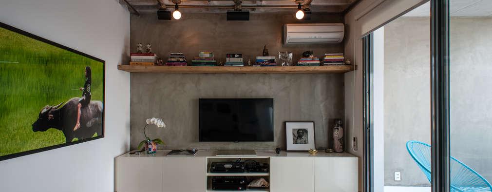 PM Arquitetura: endüstriyel tarz tarz Multimedya Odası