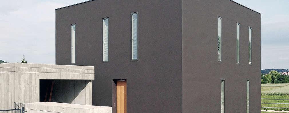 Projekty, minimalistyczne Domy zaprojektowane przez f m b architekten - Norman Binder & Andreas-Thomas Mayer