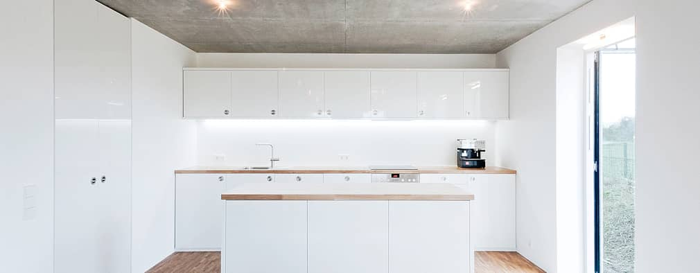 minimalistic Kitchen by f m b architekten - Norman Binder & Andreas-Thomas Mayer