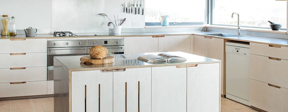 Cucina in stile in stile Scandinavo di It Woodwork