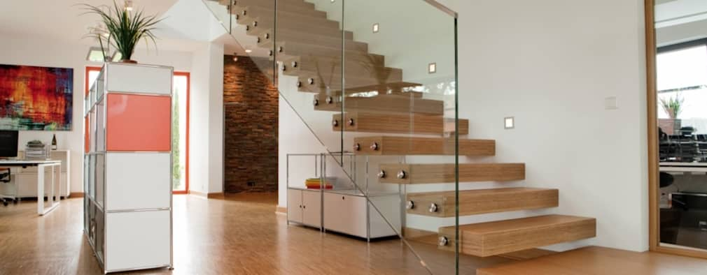 Zwevende bamboe trap: moderne Gang, hal & trappenhuis door Van Bruchem Staircases & Interiors