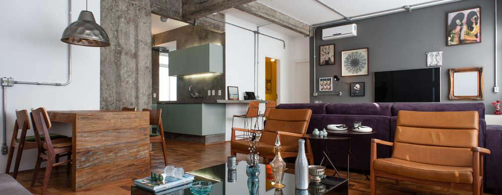 Livings de estilo industrial por PM Arquitetura