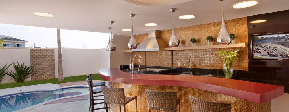 Albercas de estilo moderno por Designer de Interiores e Paisagista Iara Kílaris