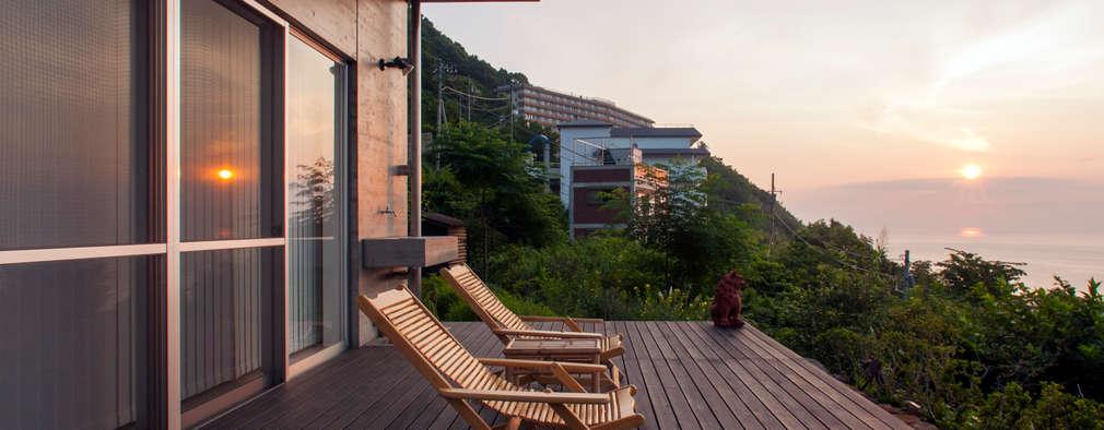 Terrazas  de estilo  por 井上洋介建築研究所