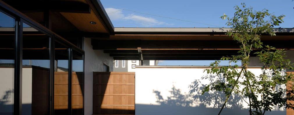諏訪の住宅: 井上洋介建築研究所が手掛けた庭です。