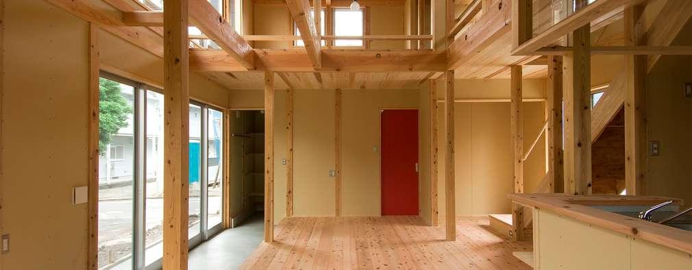 rustic Living room by 氏原求建築設計工房