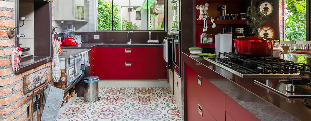 مطبخ تنفيذ Camila Tannous Arquitetura & Interiores