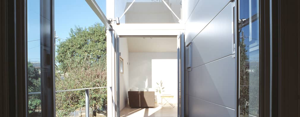 借景の家: 充総合計画 一級建築士事務所が手掛けたベランダです。