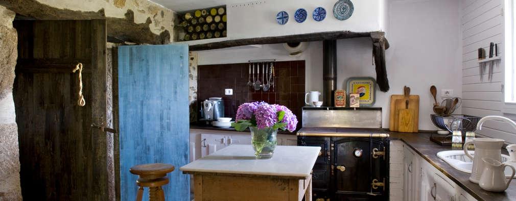 Cocinas de estilo rural por Oito Interiores