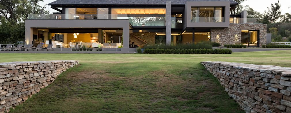 Projekty, nowoczesne Domy zaprojektowane przez Nico Van Der Meulen Architects