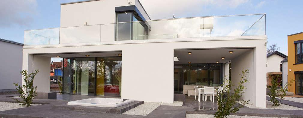 Projekty, nowoczesne Domy zaprojektowane przez OKAL Haus GmbH