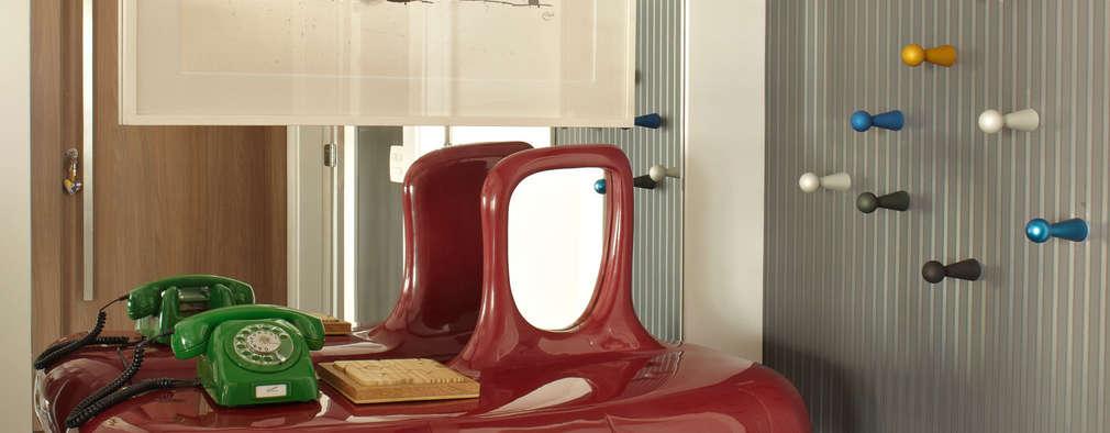 Pasillos y vestíbulos de estilo  por Lovisaro Arquitetura e Design